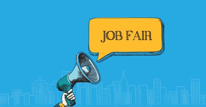 menghadiri job fair